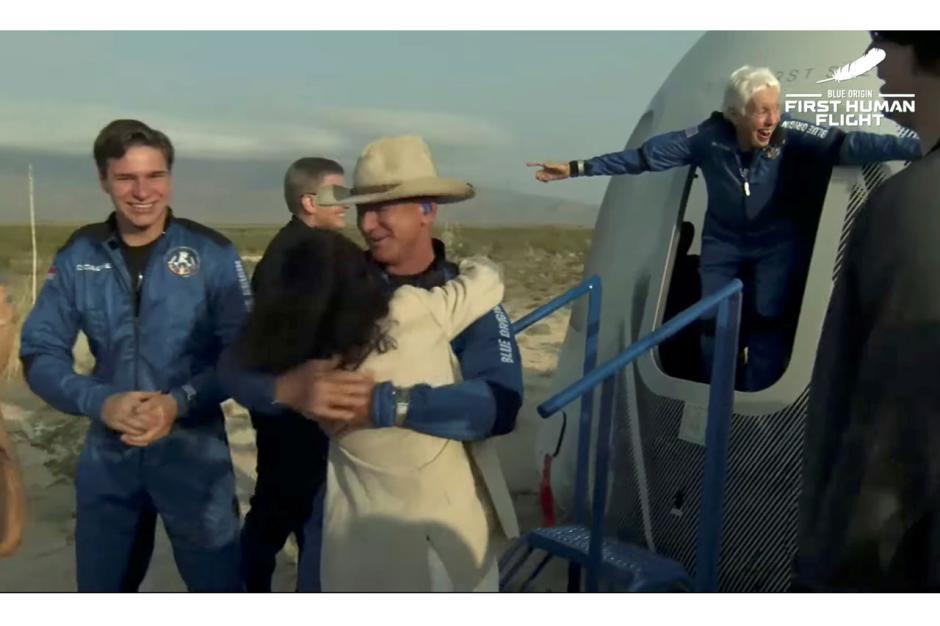 Wisata Luar Angkasa Pertama Jeff Bezos bersama Blue Origin-1