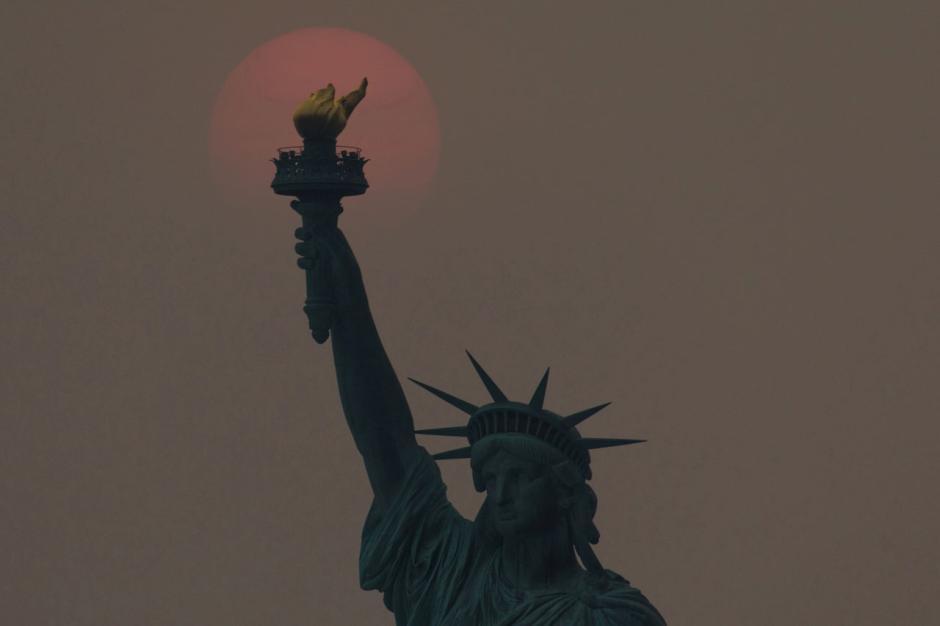 New York Diselimuti Kabut Asap Akibat Kebakaran Hutan-0