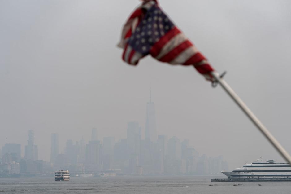 New York Diselimuti Kabut Asap Akibat Kebakaran Hutan-3