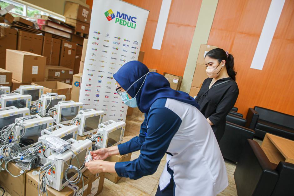 MNC Peduli Salurkan Medical Bed dan Hazmat untuk RS Extensi RSPJ Asrama Haji Jakarta-2