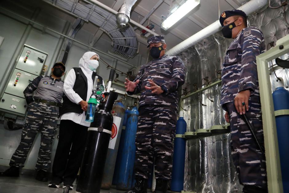 TNI AL Siagakan KRI SHS-990 Sebagai Depo Isi Ulang Oksigen Gratis-1