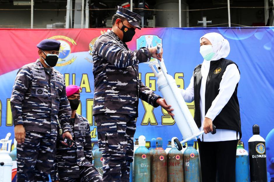 TNI AL Siagakan KRI SHS-990 Sebagai Depo Isi Ulang Oksigen Gratis-5