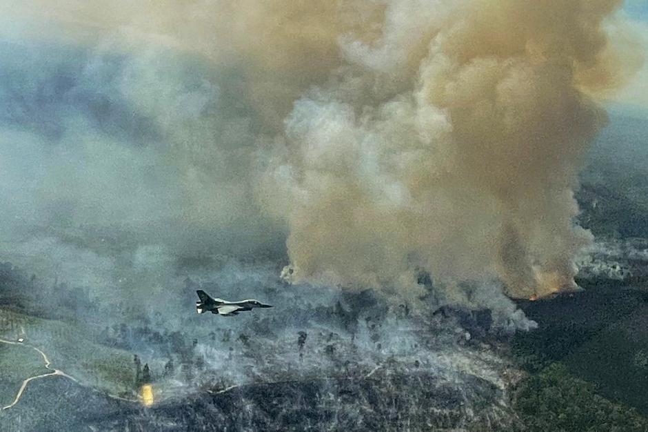 Pesawat Tempur F-16 Temukan Lokasi Karhutla di Riau-2
