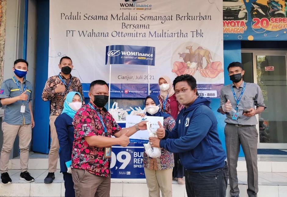 WOM Finance Salurkan 2.500 Paket Daging Hewan Kurban untuk Masyarakat-3