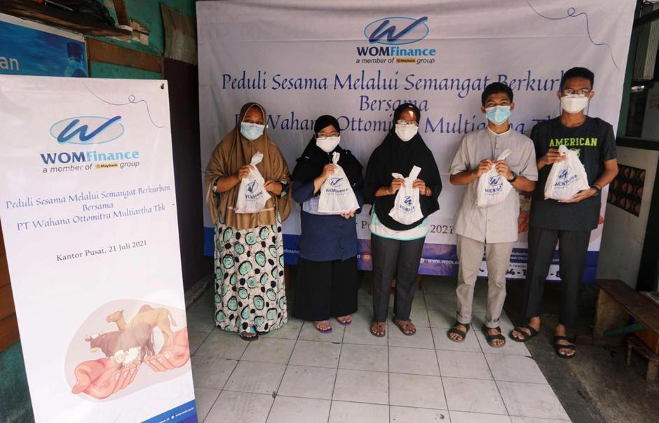 WOM Finance Salurkan 2.500 Paket Daging Hewan Kurban untuk Masyarakat-0