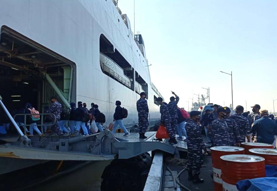 TNI AL Koarmada II Kirim KRI Makassar-590, Serbu Pulau Bawean-2