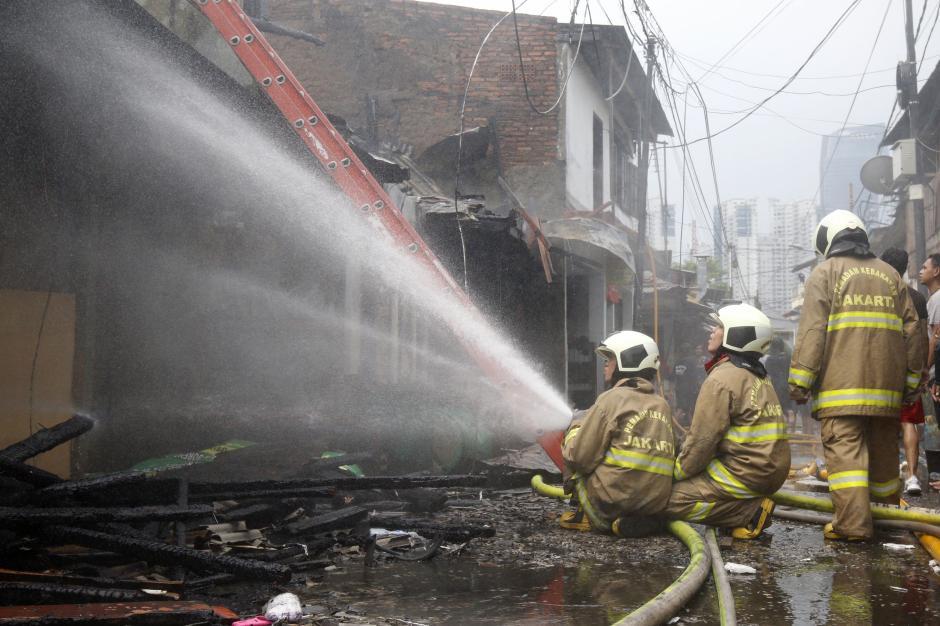 Kebakaran di Kawasan Padat Penduduk Karet Tengsin-4