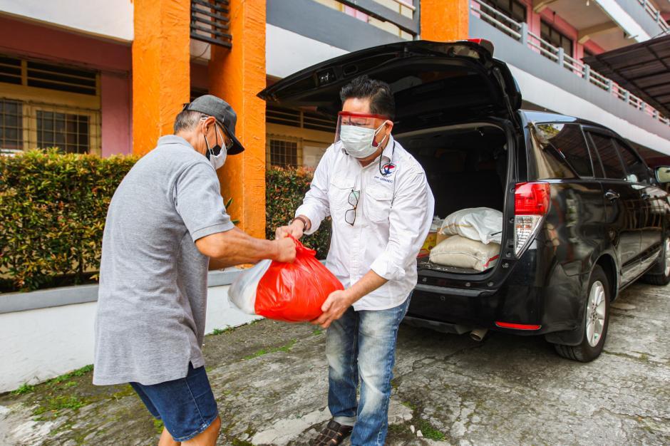 Gerkindo Peduli Bagikan Paket Sembako untuk Warga Terdampak Covid-19 di Tanjung Priuk-1
