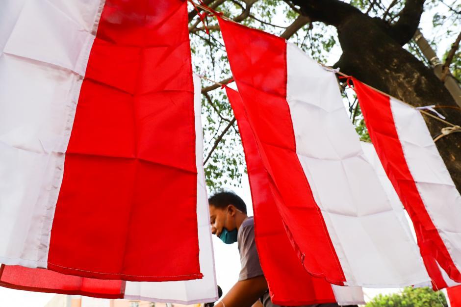 Pedagang Bendera Merah Putih Terdampak PPKM-0