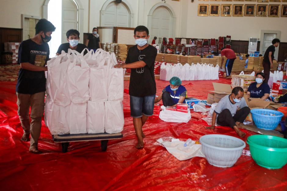 Dapur Umum Kemensos Siapkan 16.000 Kotak Nasi untuk Warga yang Tengah Isoman-4