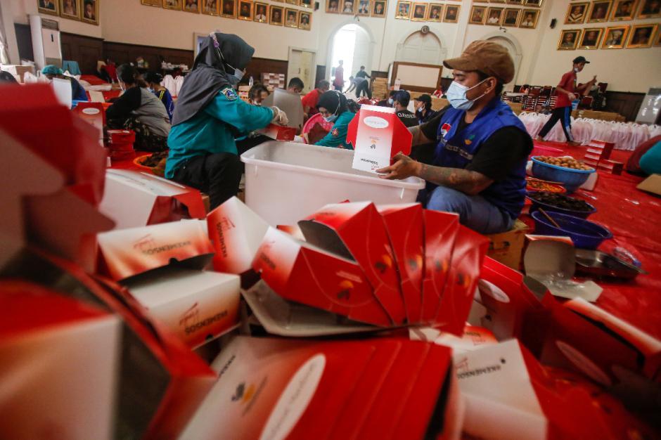 Dapur Umum Kemensos Siapkan 16.000 Kotak Nasi untuk Warga yang Tengah Isoman-6